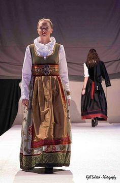 European Dress, Scandinavian Fashion, Mrs Claus, Going Out Of Business, Dark Denim, Personal Style, Autumn Fashion, Style Inspiration, Costumes