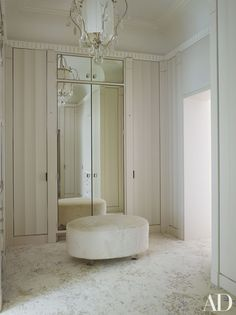 Timothy Haynes and Kevin Roberts: fluted panels in the dressing room of a London mansion Dressing Room Closet, Dressing Room Design, Dressing Rooms, Luxury Wardrobe, Luxury Closet, Walk In Closet Design, Closet Designs, London Mansion, Parisienne Chic