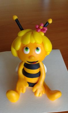 Maya the bee cake topper Diy Cake Topper, Fondant Cake Toppers, Fondant Cakes, Bee Birthday Cake, Character Cupcakes, Diy Christmas Gifts For Friends, Bee Cakes, Baby Girl Cakes, Fondant Animals