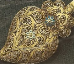 """Filigrana - form of working gold or silver like """"crochet"""", typical of North Portugal"""