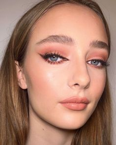 """7,368 mentions J'aime, 40 commentaires - Charlotte Tilbury, MBE (@ctilburymakeup) sur Instagram: """"💖INSTANT EYE PALETTE IN PILLOW TALK - DAY LOOK! 💖 Darlings, DIAL UP your EVERY DAY eye look with my…"""" Beauty P, Beauty Makeup, Hair Makeup, Hair Beauty, Eye Palette, Pillow Talk, Charlotte Tilbury, Bridal Make Up, Wedding Makeup"""