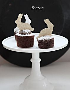 chocolate cupcakes without frosting, powered sugar instead
