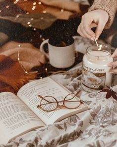 cosy autumn at home - beautiful decoration, candle and a good book for a cosy fall evening. Hygge, Book And Coffee, Estilo Geek, Fall Inspiration, Cozy Aesthetic, Autumn Aesthetic Tumblr, Autumn Tumblr, Autumn Cozy, Book Photography