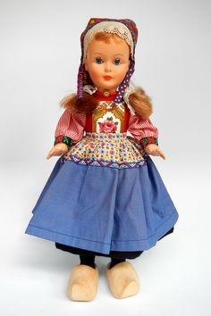 Netherlands | National costume doll from Marken. Made by Dovina