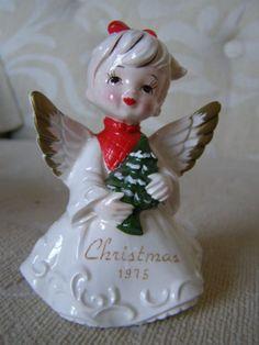 Vintage-Christmas-hand-painted-Angel-Figurine-Japan-1975
