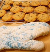 Chocolate chip cookies take 7 minutes to bake in a convection oven.
