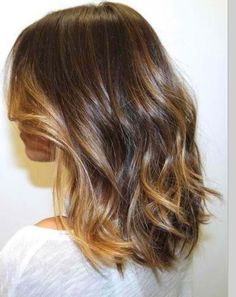 Intense shine with this rich milk chocolate brown with subtle front balayaged caramel highlights.