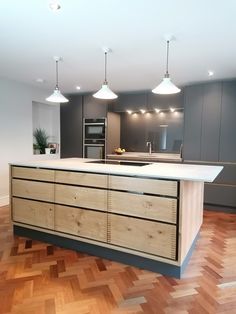 Finger Jointed grain matched heart oak island with super matte graphite pantry and sink run integrated with solid heart oak handleless rail detail. Wooden Kitchen, New Kitchen, Kitchen Decor, Kitchen Ideas, Modern Kitchen Interiors, Modern Kitchen Design, Contemporary Kitchens, Feature Wall Design, Handleless Kitchen