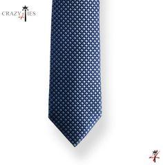 Particolare Punta Cravatta in Seta Blu a Quadretti Blu e Azzurri Tinta in Filo