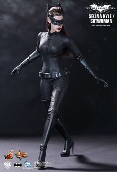 Hot Toys : The Dark Knight Rises - Selina Kyle/ Catwoman 1/6th scale Collectible Figure.  WANT!