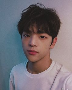Discover recipes, home ideas, style inspiration and other ideas to try. K Pop, Kim Woojin Stray Kids, Kids Tumblr, Kim Woo Jin, Pose, Kids Icon, Fandom, Kid Memes, Daejeon