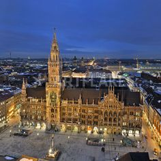 """""""München Rathaus"""" Photography art prints and posters by imageworld - ARTFLAKES.COM"""