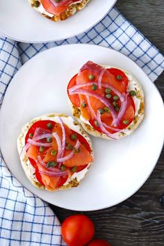 These english muffins are topped with smoked salmon (or lox or nova), cream cheese, capers, onions, and tomatoes for an easy, 5-minute recipe that's great any time of day! #smokedsalmon #englishmuffins #5minuterecipe