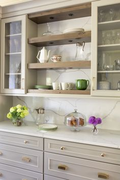First-rate Small kitchen cabinets for tricks,Kitchen remodel greenville sc ideas and Kitchen cabinets layout online tips. Kitchen Design, Kitchen Inspirations, Kitchen Renovation, Kitchen Flooring, Kitchen Decor, Small Kitchen, New Kitchen, New Kitchen Cabinets, Kitchen Interior