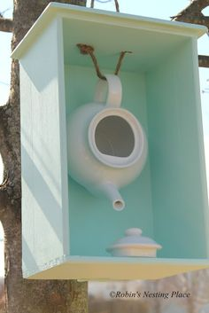 Garden Crafts, Garden Projects, Art Projects, Garden Tips, Teapot Birdhouse, Old Drawers, Bird Houses Diy, Decorative Bird Houses, Outdoor Living