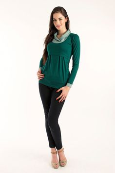 Viva la Mama | Casual and chic, long-sleeved pregnancy and breastfeeding shirt GRETA in emerald green with dotted collar. A beautiful shirt for everyday use, maternity and pregnancy which ensures discreet breastfeeding. The perfect Christmas gift for moms-to-be.