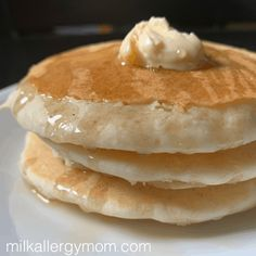 pancake no milk Basic Dairy Free and Egg Free Pancakes. Recipe and Video at Milk Allergy Mom! Homemade Pancake Recipe No Eggs, Vegan Pancake Recipes, Egg Recipes For Breakfast, Milk Recipes, Basic Pancake Recipe Without Milk, Milk Free Pancake Recipe, Homemade Pancakes Without Milk, Oven Recipes, Easy Recipes