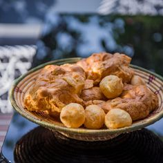 Découvrez la recette Gougères sur cuisineactuelle.fr.