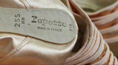 """Made in France : quels peuvent être les effets pervers ?  Arnaud Montebourg va-t-il être obligé de revoir sa copie ? Selon une étude du Cepii (Centre d'études prospectives et d'informations internationales), le remplacement systématique de produits de consommation importés par du """"made in France"""" coûterait entre 100 et 300 euros par mois et par ménage."""