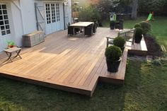 Comment faire soi-même sa terrasse en bois How to make your own wooden terrace, discover everything Patio Deck Designs, Patio Design, Backyard Patio, Backyard Landscaping, Wooden Terrace, Decks And Porches, Terrazzo, New Homes, Outdoor Decor