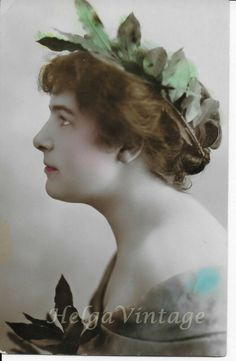 Antique 'VK' tinted photo-postcard nice lady in laurels, Greek style early 1900 Antique Photos, Vintage Photos, Evelyn Nesbit, Glamour Beauty, Beauty Contest, French Girls, Very Long Hair, Bathing Beauties, African American Women