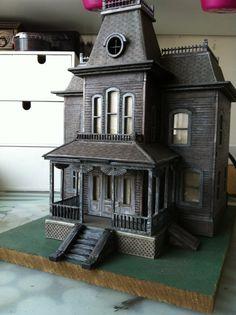 Wooden Model Bates House from the film Psycho Kit Wooden Model Bates House from the film Psycho by FleursGifts Casa Halloween, Halloween Village, Halloween Haunted Houses, Haunted Dollhouse, Haunted Dolls, Dollhouse Miniatures, Dollhouse Kits, Miniature Houses, Miniature Dolls
