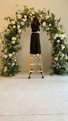 Diy Wedding Arch Flowers, Outdoor Wedding Backdrops, Simple Wedding Arch, Wedding Backdrop Design, Arch Wedding, Floral Backdrop, Floral Arch, Wedding Stage, Floral Wedding