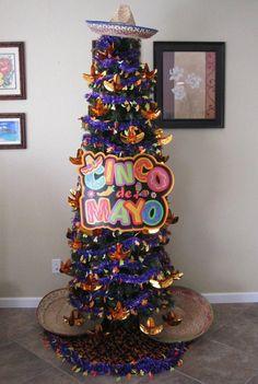 Christmas Is Over, Unique Christmas Trees, Christmas Tree Themes, Holiday Tree, Holiday Crafts, Holiday Fun, Xmas Trees, Holiday Decorations, Seasonal Decor