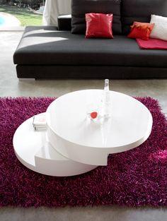 Blanco y morado. Nuestra propuesta para los comedores más vanguardistas: cálidos, modernos, brillantes y llenos de vida. #decoración #hogar #morado #violeta #comedores #mesas #DugarHome