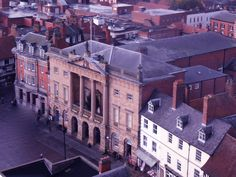 Newark Town Hall has housed the Mayor and the Town Council since it was built in 1776 by John Carr of York.  The Grade I listed building is now recognised as one of the finest Georgian town halls in the country. http://newark.gov.uk/Town-Hall.aspx Taken by Laurencegoff
