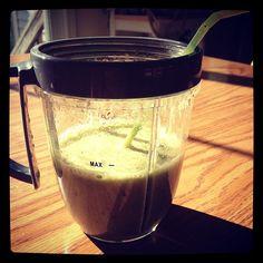 #nutribullet #greensmoothie #spinach #bananas #blueberries #kale #flaxseed #getfit #livehealthy #breakfast #nutriblast