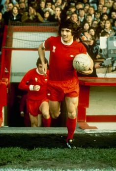 Kevin Keegan of Liverpool runs out of the player's tunnel with the ball at the start of an unidentifeid match held at Anfield in Liverpool England Liverpool Fc, Liverpool England, Liverpool Football Club, Liverpool Players, Best Football Players, World Football, Soccer Players, Football Season, Kevin Keegan