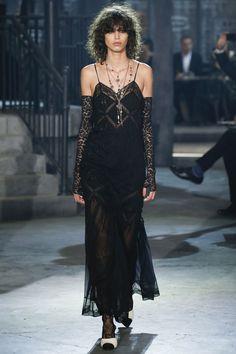 black dress  lace so cute!!  pre fall 2016 | cruise See the complete Chanel Pre-Fall 2016 collection. Besuche unseren Shop, wenn es nicht unbedingt Chanel sein muss.... ;-)