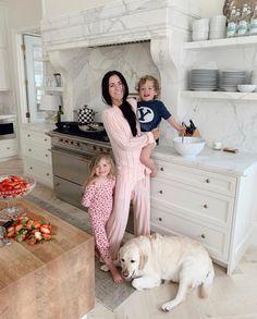 Cabnits Kitchen, Kitchen Hoods, Kitchen Reno, Kitchen Layout, Kitchen Design, Log Home Kitchens, Beach House Kitchens, Cool Kitchens, Dream Kitchens