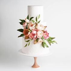 Cute cake with sugarflowers