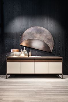 Quinten: perfectly proportioned sideboards, an attentive choice of materials and treatments such as matt or gloss laquered woods and, in the new finishes,