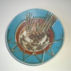 Thinking of getting away this month? Join the wonderful Devon Guild of Craftsman Potter Laurel Keeley at Coombe Farm Studios for a week long residential course from 25 - 28 June. Click on the plate for further details and to book
