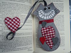Felt bookmarks cat love gray and red by RinconcitodeZivi on Etsy Creative Bookmarks, Diy Bookmarks, Crochet Bookmarks, Cat Crafts, Sewing Crafts, Sewing Projects, Arts And Crafts, Handmade Felt, Handmade Crafts