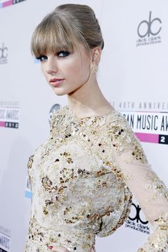 Taylor Swift - Fresh & GOR-GEOUS! American Music Awards 2012