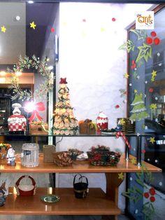 """Χριστουγεννιάτικη διακόσμηση βιτρίνας με ζωγραφική """"ζαχαροπλαστείο Άγκυρα"""" Xmas Drawing, Ants, Drawings, Furniture, Home Decor, Decoration Home, Room Decor, Ant, Sketches"""
