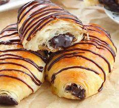 Petits brioches au chocolat au thermomix, un délicieux pain au chocolat du petit déjeuner. voila la recette des petits brioches au chocolat au thermomix
