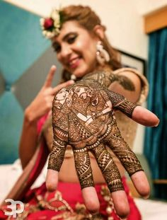 22 Mehendi Photography Ideas You'll Want Your Photographer to Capture!in Raja-Rani Traditional mehndi photography ideas Mehendi Photography, Indian Wedding Couple Photography, Indian Wedding Bride, Bride Photography, Photography Ideas, Bride Poses, Wedding Poses, Wedding Photoshoot, Wedding Shoot