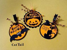 『ハロウィンハンドメイド2016』数ある作品の中からご覧いただき、ありがとうございます♡ハロウィン用のタグ3点セットです。ハロウィンのプレゼントやお菓子のラッピングに♪ハロウィンパーティーの飾りにオーナメントとしてもご利用いただけます♪パンプキンのお化け「Jack O' Lantern's(ジャック オウ ランターン)」とコウモリ、黒猫の3種類です。丸型にカットした凹凸のあるオレンジ色の紙に印字して厚手の黒ボール紙に貼り付けてあります。�%B