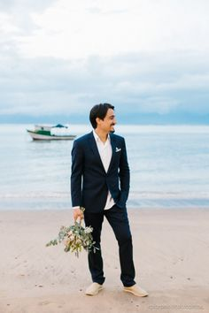 Mariana e Murilo   Chuva é benção! Casamento em Ilhabelha. Ensaio de casamento pé na areia: o noivo. #casamento #wedding #ilhabela #casamentonapraia #beachwedding #casamentopenaareia #noivos #noivo #groom Breast, Suit Jacket, Suits, Jackets, Style, Fashion, Wedding Rehearsal, Dress Lace, Wedding On The Beach