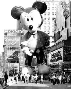 USA, November 22nd, 1973: What do Snoopy, Linus the Lion, Mickey Mouse and Happy Dragon have in common? They're all going to great heights to bring a smile to thousands of children's faces at Macy's Thanksgiving Day parade. Photo by Jim Hughes/NY Daily News Archive via Getty Images. °
