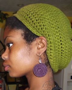 Crochet tam aka rasta hat free crochet pattern by Irie Eye Jen. Make it bigger or smaller to fit your dreads!