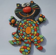 Chat noir en céramique émaillé multicolore, à la manière d'une mosaïque : Décorations murales par crisland. VENDU