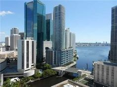Spectacular 1 bed/1.5 bath loft in brickell on the river south tower. Great amenities incluiding 2 pools, fitness center, valet & security, concierge and more. Right next to the future brickell city center and walking distance from great shops and good restaurants, bars and brickell financial area. Its a must see.