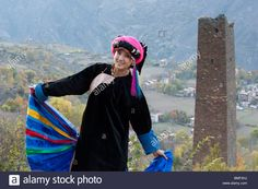 Jiarong Tibetan woman in traditional costume, Gyarong Beauty Valley, Danba, Garze Tibetan Autonomous Prefecture, Sichuan, China Stock Photo