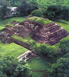 El Tazumal de El Salvador; está ubicada en el corazón de Chalchuapa, comprende una serie de estructuras que fueron el escenario de un importante y sofisticado asentamiento maya que existió alrededor de los años 100 - 1200 DC. Los restos incluyen sistemas de drenaje de aguas, tumbas, pirámides y templos.